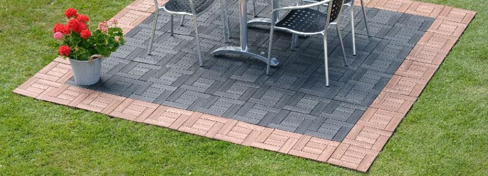 Komposit platta 30 x 30 cm, finns i valnöt eller svart